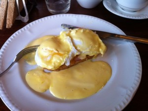 EGGS BENEDICT WEB BELL INN